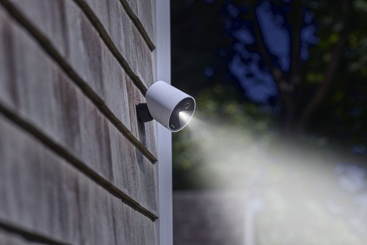 SimpliSafe finally adds an outdoor camera to its 'whole home' security system